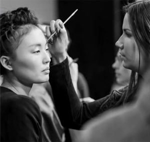 Уроки подиумного макияжа от Орифлейм