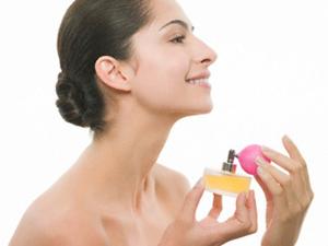 Выбираем и наносим парфюм